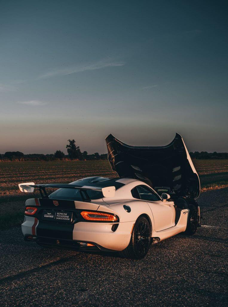 sprzedaż samochodów sportowych
